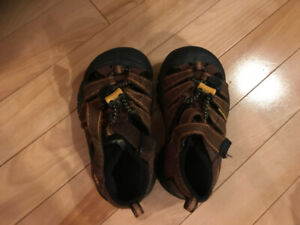 Brown Keen Sandals - little boys Keens like new size 8 or 1