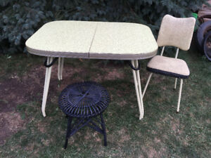 RETRO LIGHT YELLOW  DOTTED ARBORITE TABLE WITH 1 CHAIR/1STOOL