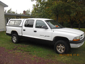 2005 Dodge Dakota Sport Pickup Truck