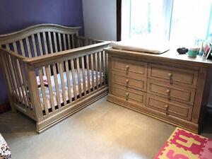 Meubles pour chambre de bébé (lit, matela et commode)