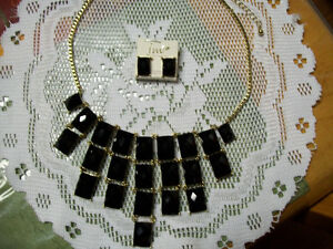 Pretty Necklace and Earring Set $5.00