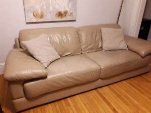 Leather couch $100 final price must go before Monday