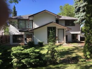 1 BEDROOM BASEMENT SUITE - CLEAN AND BRIGHT- UTILITIES INCLUDED!