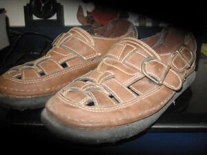 RUGGED OUTBACK SHOES SIZE 7 MENS OR 8 LADIES