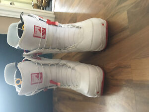 Ladies Burton Mint snowboard boots