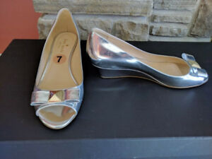 Kate Spade silver Tenor wedge shoes size 7