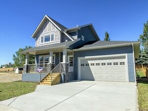 Dream home with 36' deep garage (Carstairs)