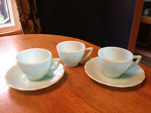 PYREX DELPHITE BLUE PIECRUST 3 CUPS, 2 SAUCERS London Ontario image 1