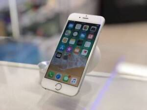 GOOD CONDITION IPHONE 6S 16GB SILVER UNLOCKED TAX INVOICE WRTY Surfers Paradise Gold Coast City Preview