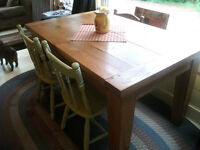 Lovely unique solid oak dining table with butterfly leaf