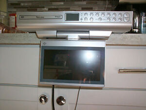 "VENTURER KLV39082 8"" Under-Cabinet Kitchen TV"