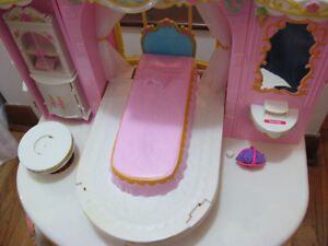 BARBIE PRINCESS PLAY DRESSER AND BARBIE BED WITH MELODY Cambridge Kitchener Area image 3