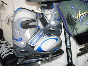 KIDS ADJUSTABLE BLADERUNNER SKATES SIZE J11 TO 1