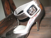 Shoes/Souliers Miss Sixty Gold/bronze heels Size 36(6)