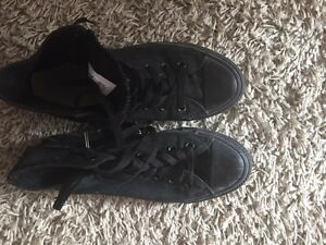 BLACK HIGH CONVERSE SHOES    SNEAKERS