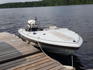 speed boat 16 ft Cadorette 120 hp and trailer