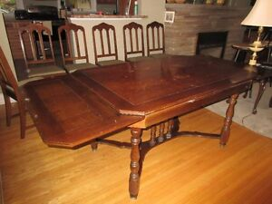 Antique table, 6 chairs and corner hutch Kitchener / Waterloo Kitchener Area image 5