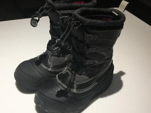LIKE NEW! BOYS NORTH FACE BOOTS SIZE 1 YOUTH