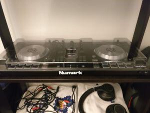 Numark Mixtrack Pro 3 Serato DJ Controller + Decksaver Cover