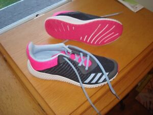 New Adidas non-marking sports shoes