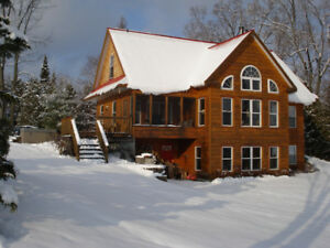 CALABOGIE LAKE - BOOK A WEEKEND GETAWAY  HOT TUB, FIREPLACE.