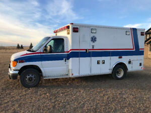 """REDUCED DIESEL' 2005 Ford E-350 EX AMBULANCE / SERVICE UNIT/"