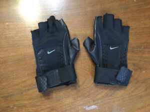 Nike athletic gloves size XL