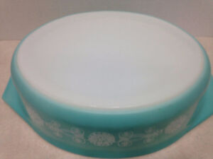RARE Pyrex Lace Medallion Casserole Dish with Lid Kingston Kingston Area image 2
