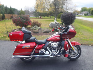 2013 Harley Road Glide Ultra --over $7000 of EXTRAS !!