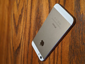 LIKE NEW GOLD 32GB IPHONE 5S