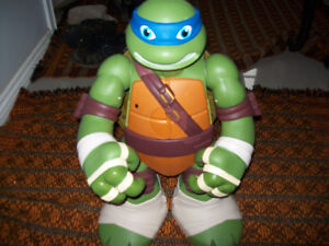 "Teenage Mutant Ninja Turtles  Giant 24"" Leonardo Playset + Humer"