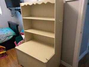 Solid toy chest with book shelf