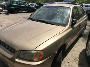 2001 Hyundai Accent ** FOR PARTS ** INSIDE & OUTSIDE **