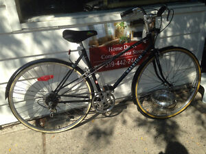 FOR SALE - Vintage Ladies Bicycle