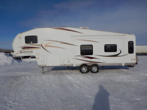 2010 Forest River Rockwood 8285WS 5th Wheel Camper