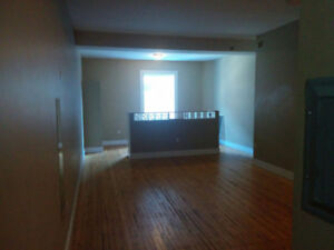 Downtown Studio $900 Oct 1