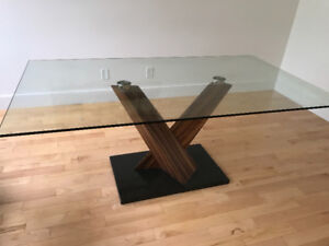 Gallery 1 dinning table