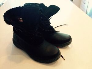 Ladies size 10 winter boots- Cougar brand