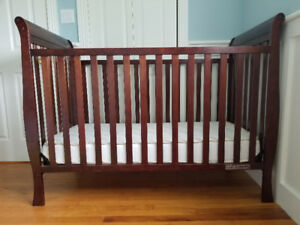 Crib and almost new organic mattress, convertable, EUC
