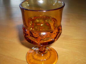 VINTAGE AMBER THUMB PRINT KINGS CROWN WINE/WATER GLASSES Windsor Region Ontario image 2