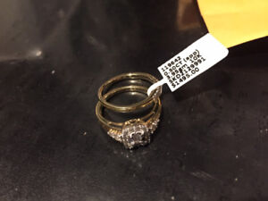 Under-priced Engagement ring and Wedding Band Set!