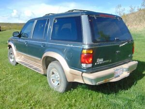 1996 Ford Explorer Gold SUV, Crossover