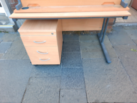 desks office furniture all in excellent condition