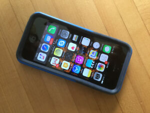 iPhone 5C - Excellent Condition, Includes Otterbox & Armour Coat
