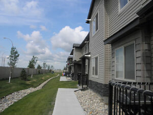 Two Bedrooms Townhouse Condo ~1000sq.ft for Rent ASAP- $1600