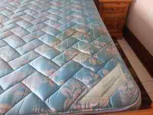 King sized mattress and boxspring Stratford Kitchener Area image 2