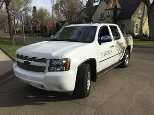 "*RARE* 6.2 Liter ""collector-edition"" 2010 Chevy Avalanche LTZ"