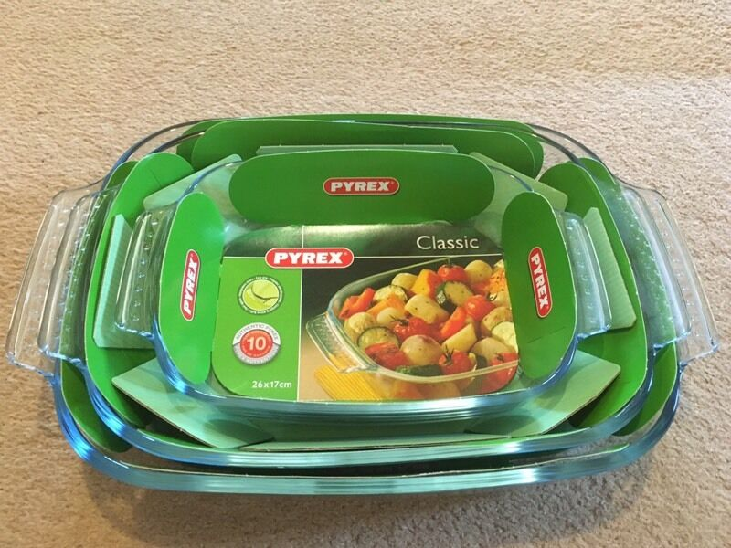3 brand new Pyrex dishes