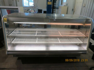 Display Case / Refrigerated / 6 foot