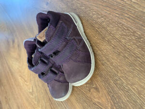 Baby's supportive walking shoes - Ecco Brand - size 4.5